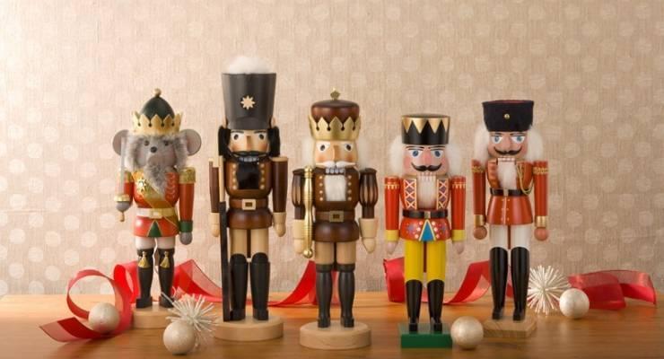 ドイツの東側、エルベ川沿いの町ドレスデンには古くから手仕事が息づいており、素敵なお土産 品が数多く作られています。陶器や木彫りの人形など欲しくなるものばかり!