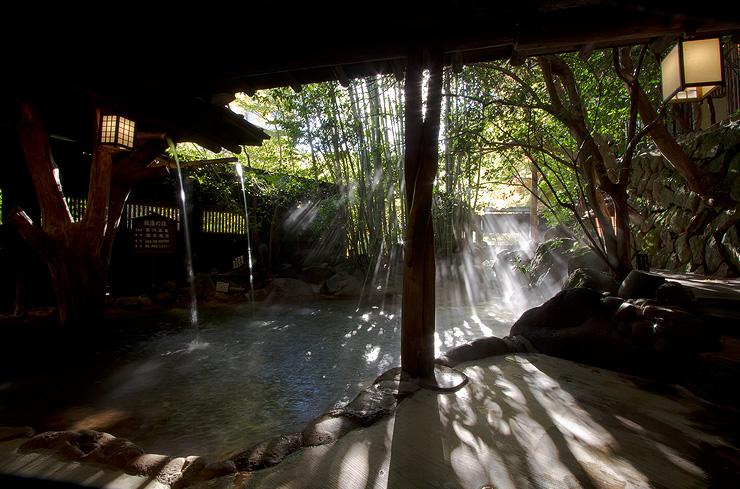カップルで、家族で入れる!黒川温泉混浴露天風呂5選!