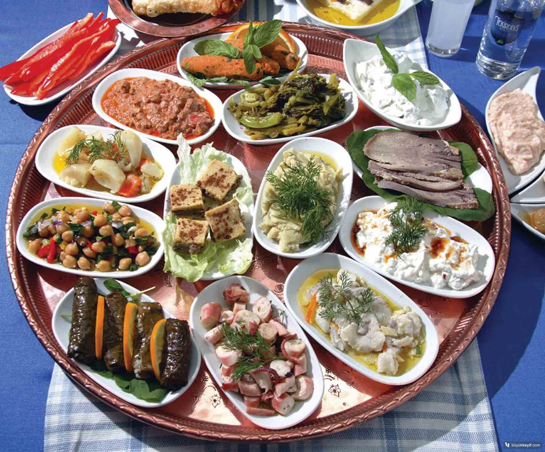トルコ料理メゼとは?サラダもチーズもワインにぴったり!