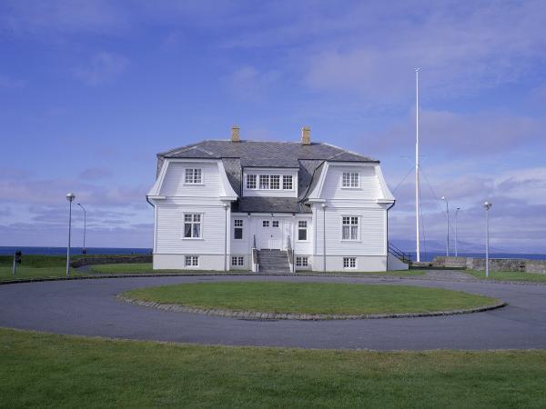 アイスランド首都レイキャビク旅行の見どころ5選!オーロラに包まれた火と氷の島の魅力