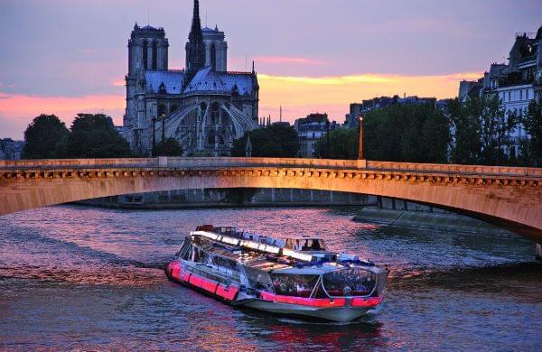 パリ観光の定番セーヌ川のアクティビティセーヌ川クルーズの見どころと種類まとめ