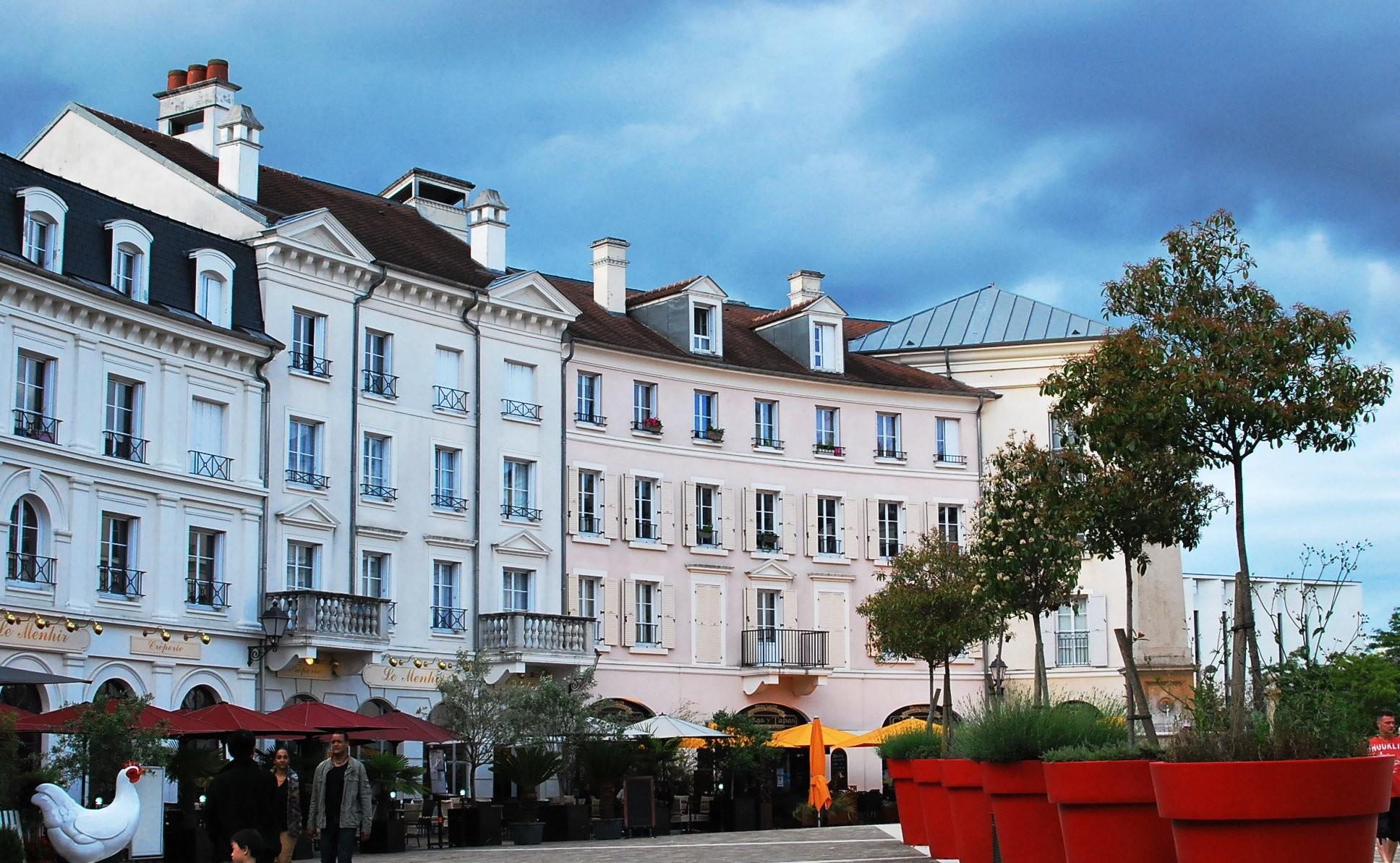 パリ近郊アウトレットモールで激安ブランドショッピング!日曜営業も素敵