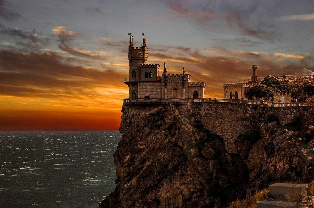ウクライナ崖のお城スワローズ・ネストを観光!ツバメの巣と呼ばれる絶景がスゴすぎる