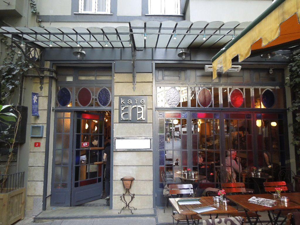 トルコ・イスタンブール新市街の人気観光エリア「イスティクラル通り」の必見スポット大特集