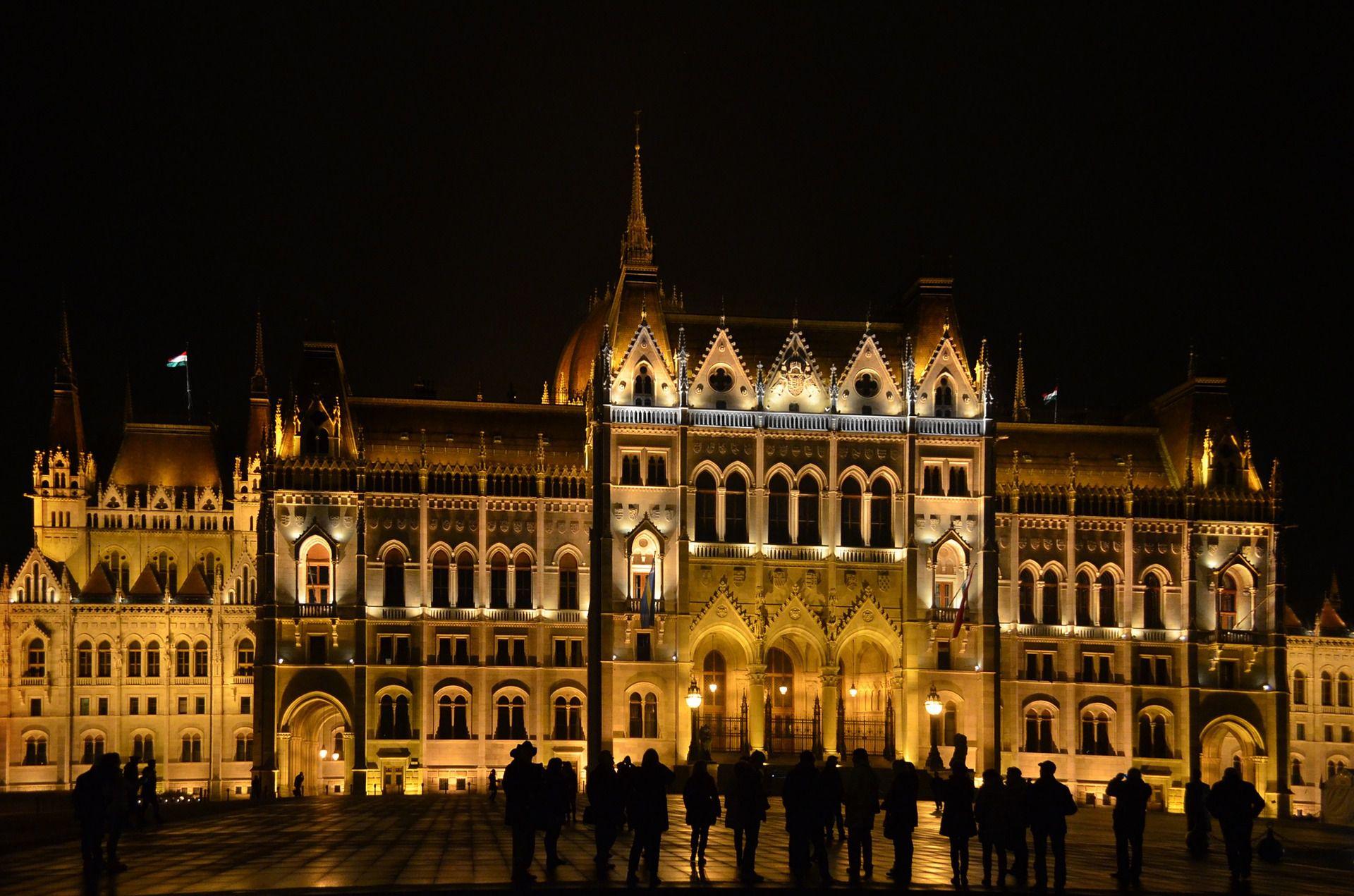 ハンガリー首都ブダペストでおすすめの夜景イルミネーション!珠玉の宝石が輝く人気夜景スポット