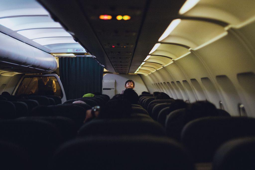 飛行機は好きですか?エコノミークラスでも快適に過ごしちゃう方法