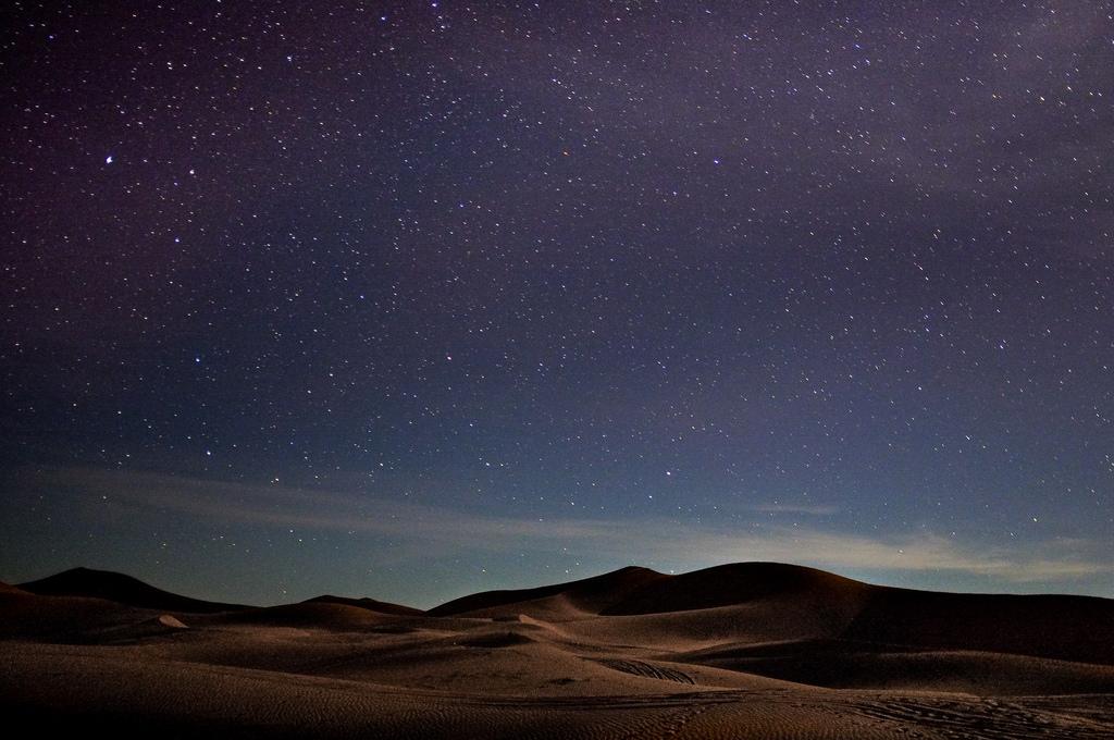 モロッコでサハラ砂漠絶景観光!ラクダに乗って自然が紡ぎだした絶景揃いの見どころを訪ねよう
