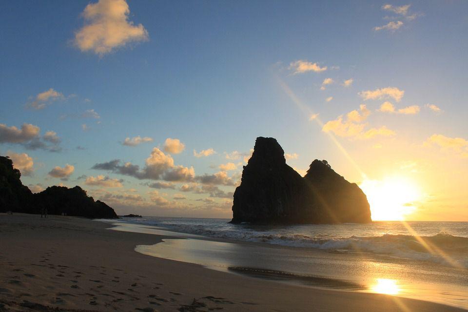 ブラジルの世界遺産の島!世界一美しい「サンチョ湾」のビーチとは?