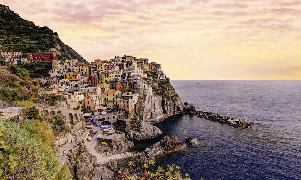 イタリア・マナローラで愛の小道を歩いてみよう!色彩豊かな美しい村