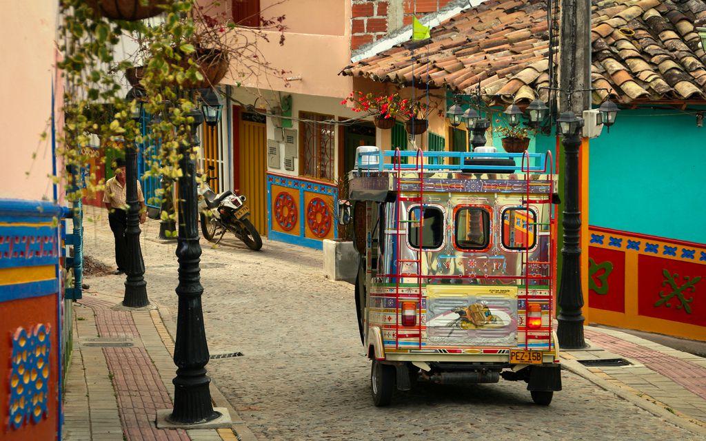 コロンビア観光でおすすめの街はグアタペ!壁がカラフルで街全体がフォトジェニック!