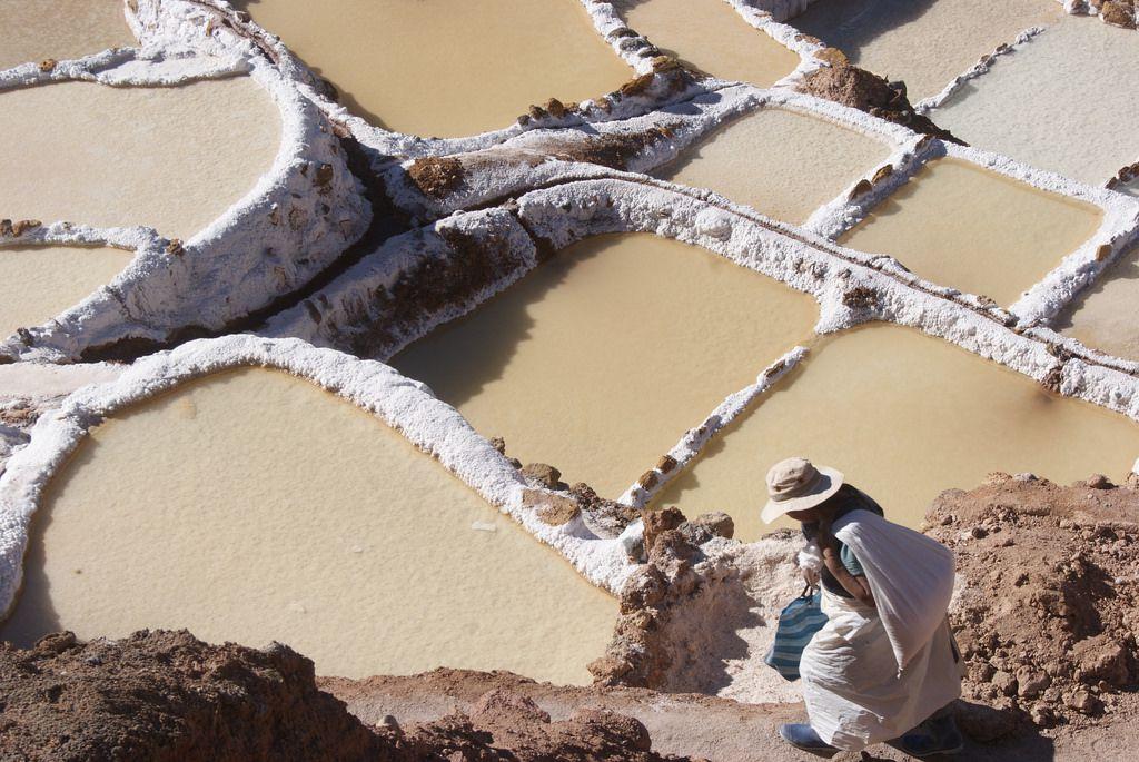 ペルー・クスコから行くマラス塩田徹底ガイド!不思議な光景が広がる山あいの岩塩の産地