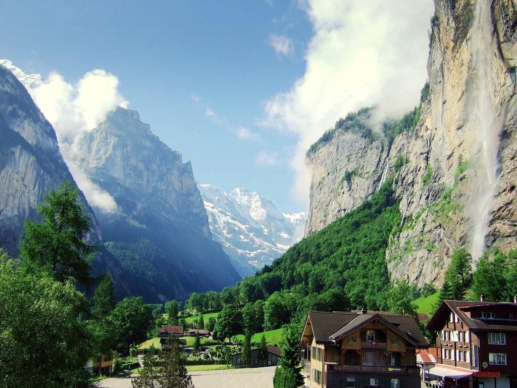 滝の町!スイス「ラウターブルンネン」で観に行くべき美しすぎる2大滝