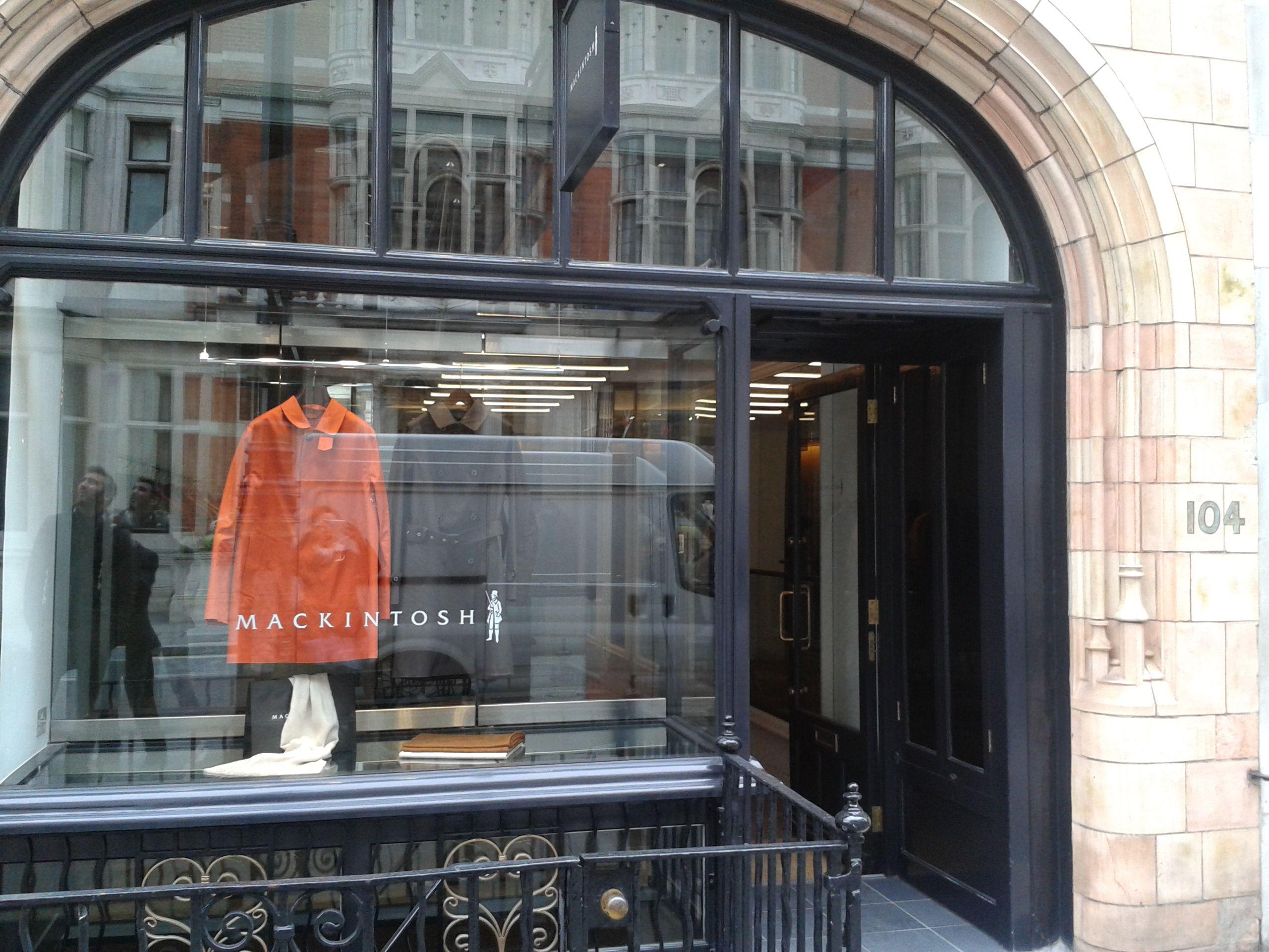 イギリス・ロンドンの老舗ブランド・マッキントッシュの本店がステキすぎる