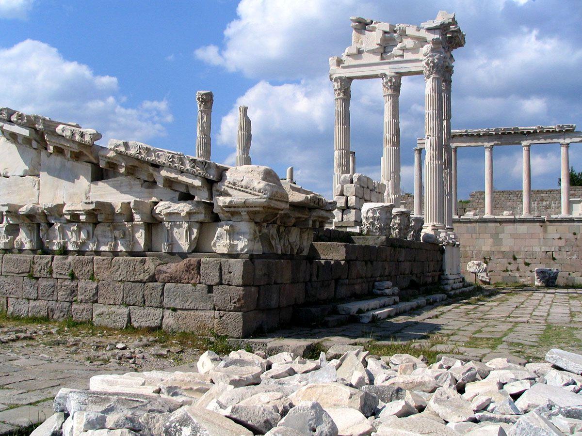 トルコの世界遺産「ベルガマ」アクロポリス遺跡の見どころ&アクセス紹介