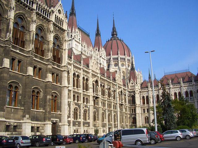 【ハンガリー・ブダペスト】世界遺産アンドラーシ通りを中心にゆる散歩