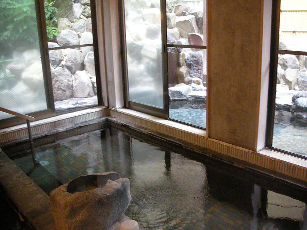日帰り温泉もOK!箱根の温泉旅館「木もれびの宿 ふるさと」の露天風呂でリラックス