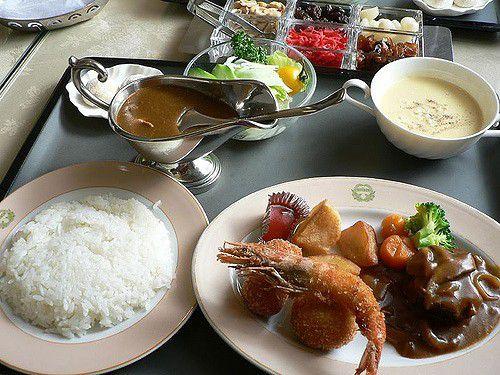 函館・人気洋食店「五島軒」のカレーがおいしすぎる!レトルトやお菓子のお土産も!
