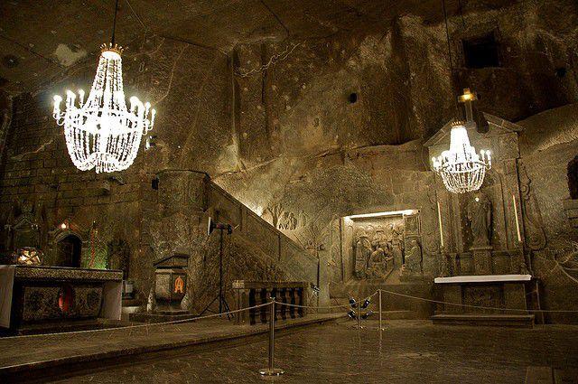 ポーランド人気観光スポット「ヴィエリチカ岩塩坑」とは?塩湖に塩シャンデリアも