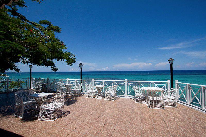 ジャマイカのオチョ・リーオスおすすめレストラン!ジャマイカ料理ならお任せあれ