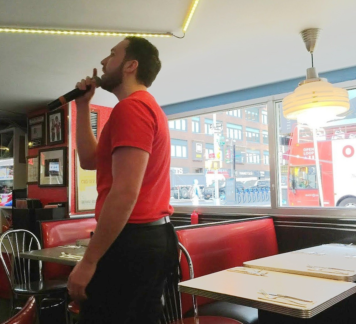 歌う店員さんとは!? ニューヨーク『エレンズ スターダスト ダイナー』で朝食を