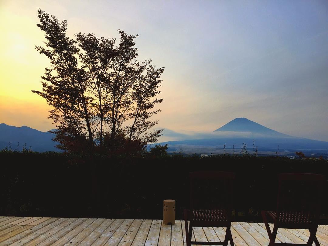 静岡県御殿場市の温泉施設「源泉 茶目湯殿」!露天風呂と富士山を独り占め