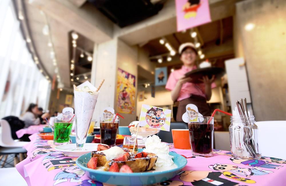 東京原宿のクレヨンしんちゃんカフェに行ってみよう♪25周年を迎えた話題の期間限定カフェ