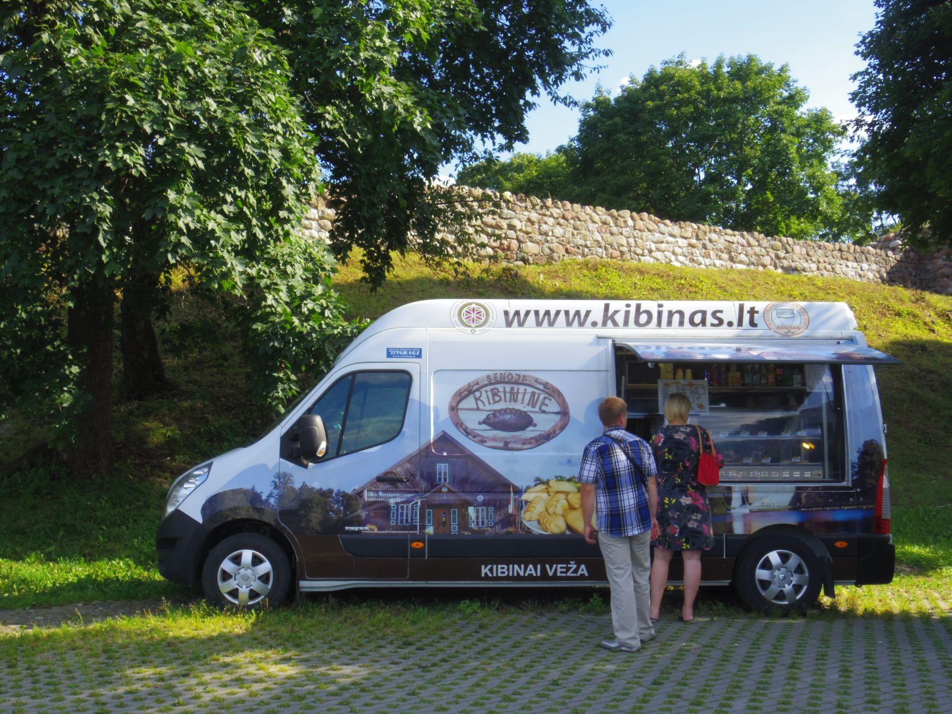 リトアニア「トラカイ島城」 特集!歴史が詰まる湖上の名城、人気のリゾート地を訪れよう