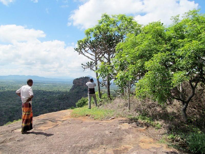 【スリランカ】絶景シギリヤロックのお隣の岩山
