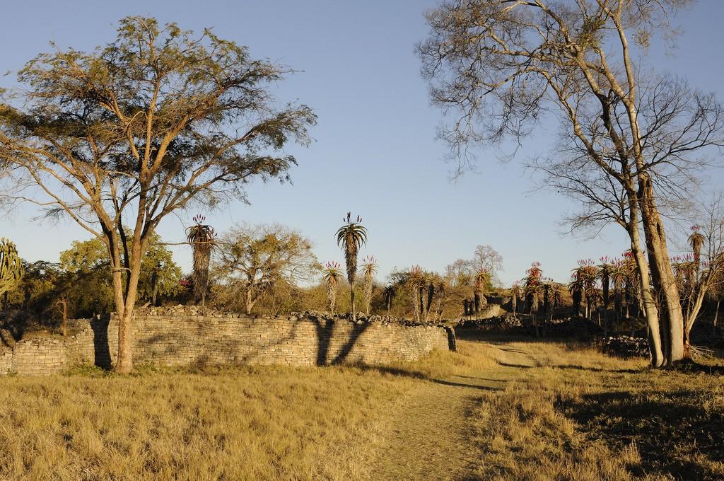 アフリカ旅行ハイライト!大ジンバブエ国立遺跡に見る偉大なアフリカ人の堅牢な石造り