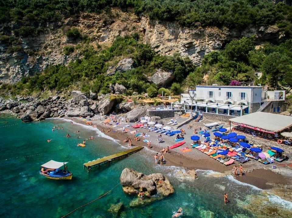 イタリア・ポジターノの崖に建つ夢のようなホテル「Villa Treville」で最高な時間を!
