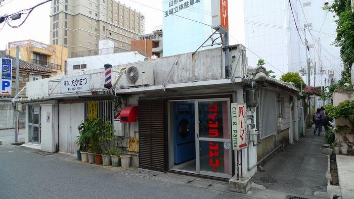 沖縄・那覇の人気隠れ家カフェひばり屋の秘密に迫る!晴れの日にしか開いてない木漏れ日カフェ