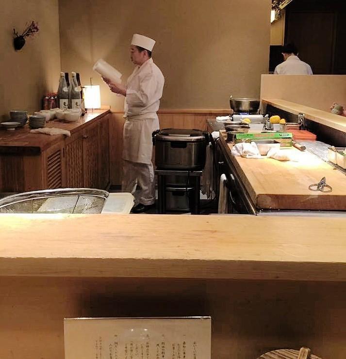 東京・日本橋で絶品海鮮丼なら「つじ半」へ!行列覚悟の人気日本食レストランの魅力に迫る