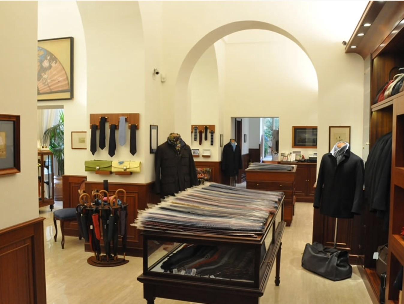 最高の一本をナポリで!イタリア・ナポリのネクタイ専門店「E.マリネッラ」