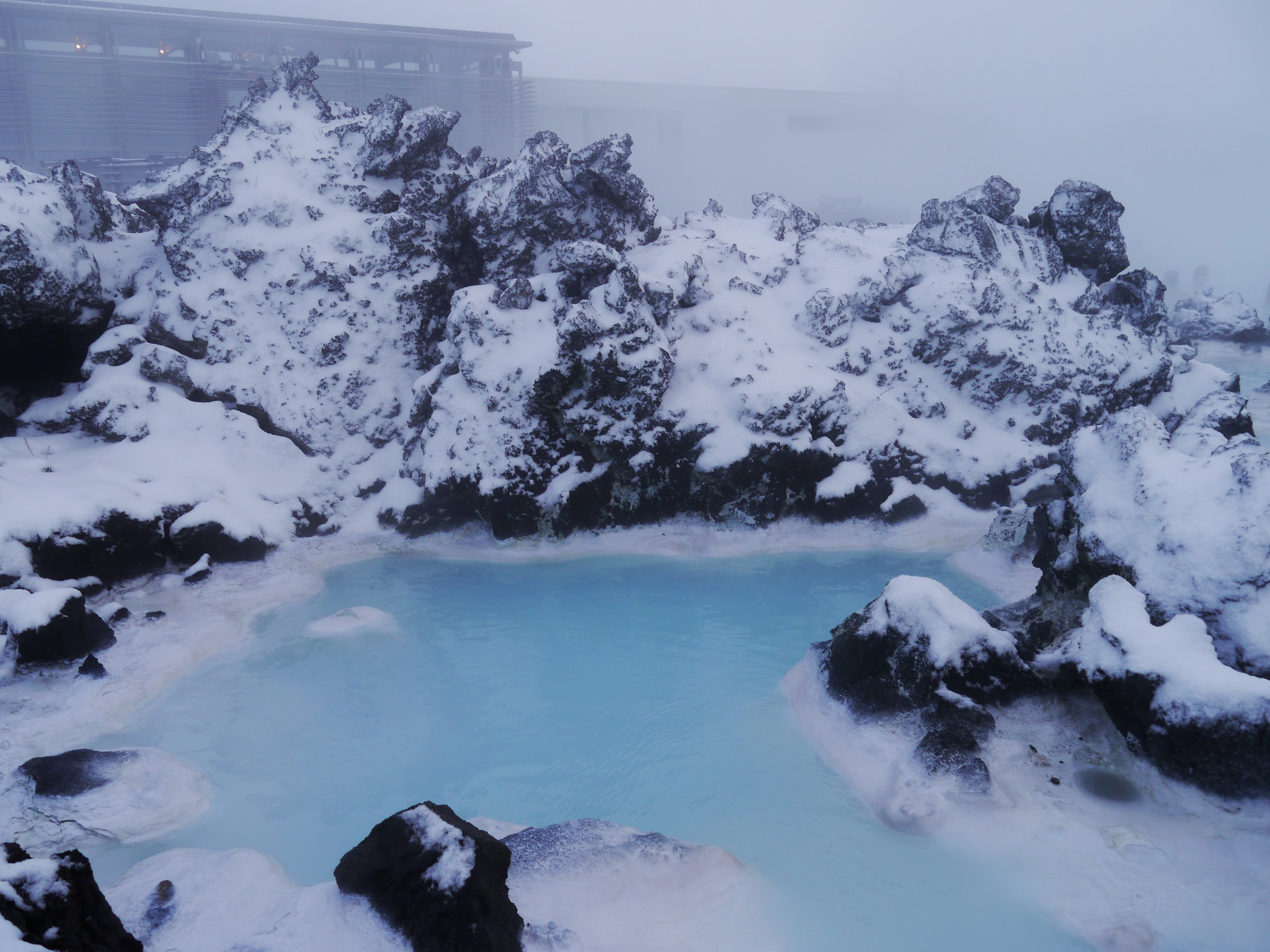 アイスランドで露天風呂⁉︎50mプール4個分の巨大ブルーラグーンで心も身体もリラックス♪