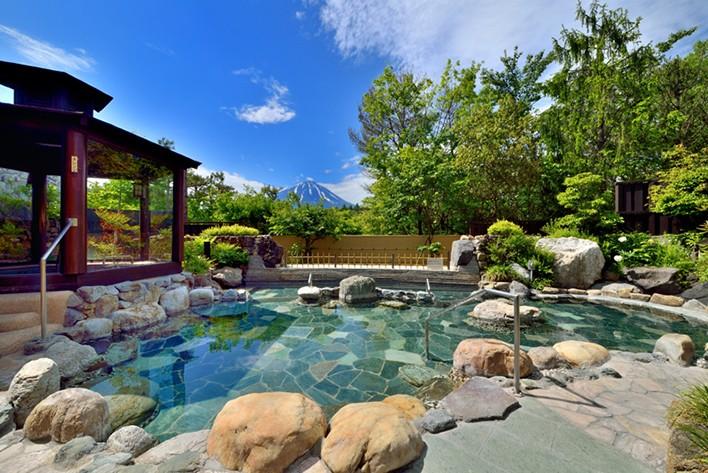 圧巻の眺め!山梨富士眺望の湯ゆらり富士山を独り占め