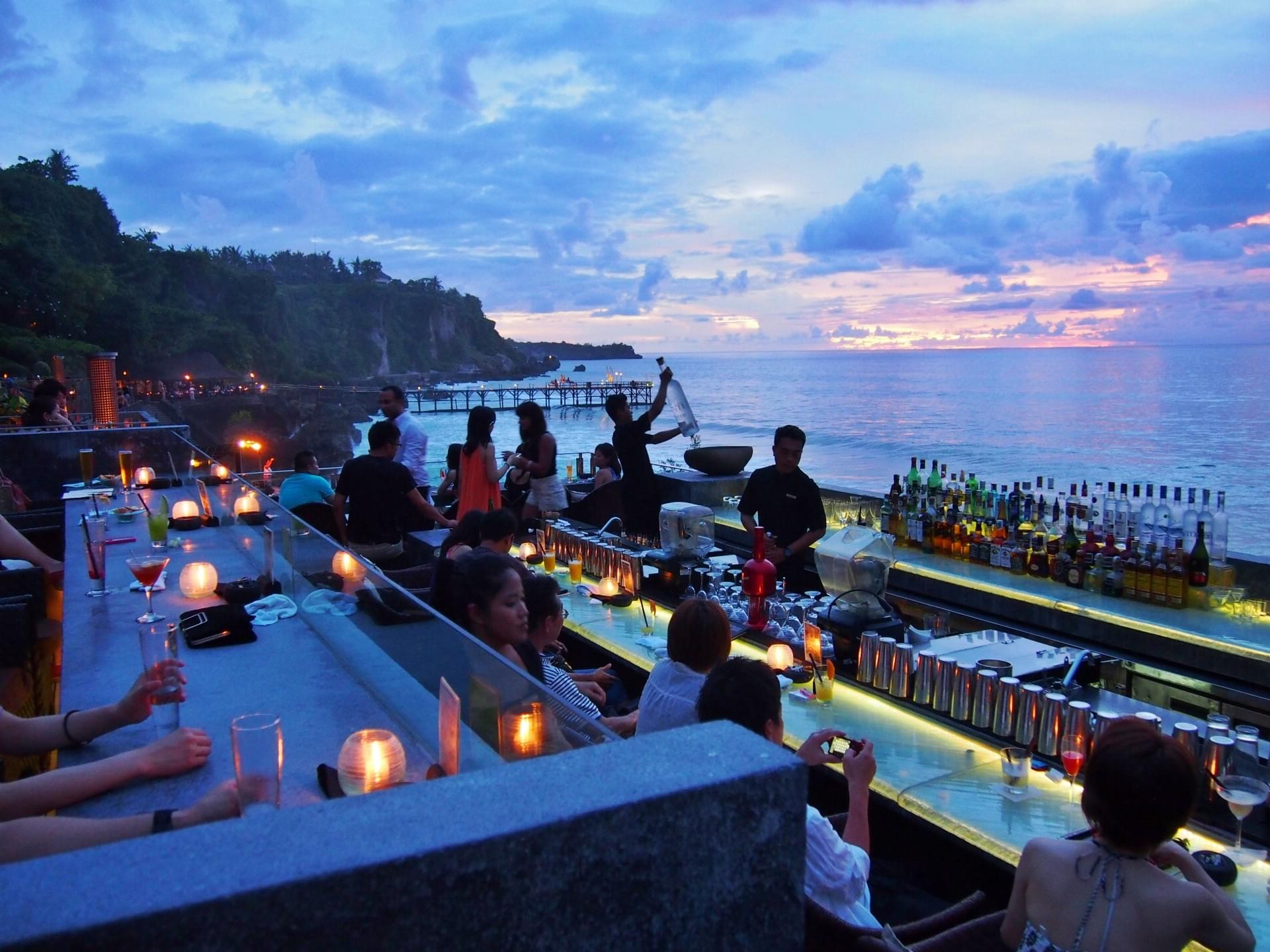 バリ島で記念日デート!ロマンチックな絶景レストラン&Bar 4選