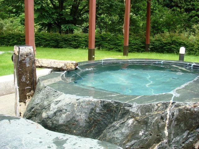 山梨県西山温泉 湯島の湯はひっそりとした山間に佇むコテージのある日帰り温泉