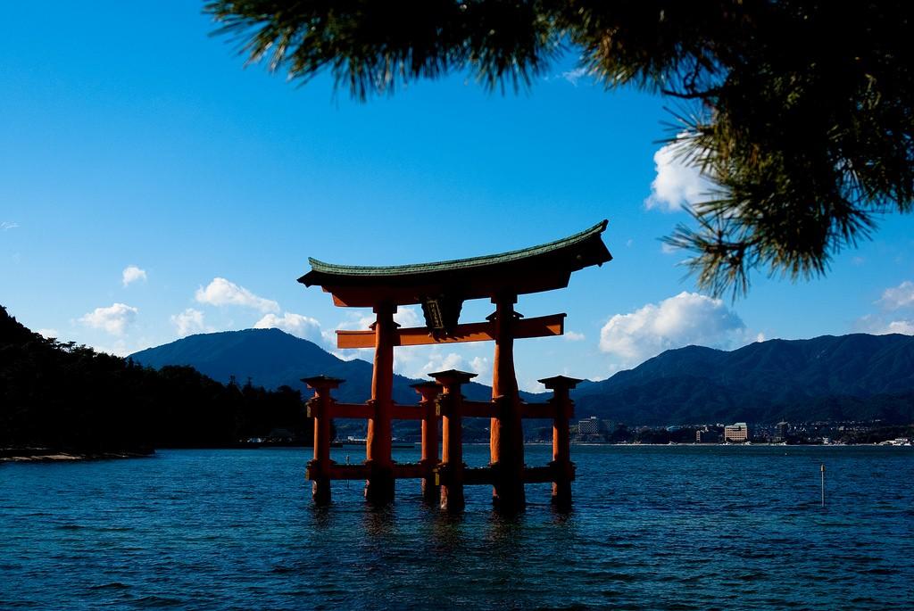日本の絶景を拝む旅!世界遺産「厳島神社」へ行こう!