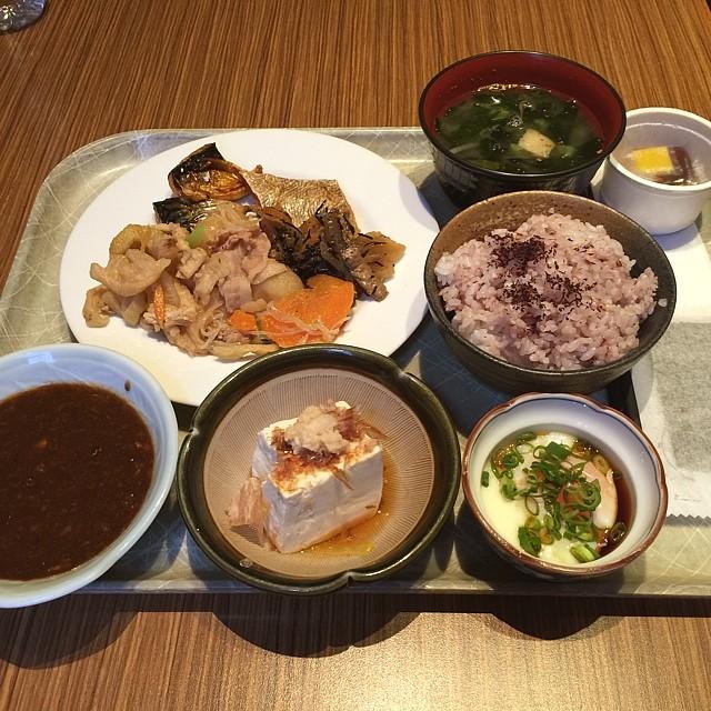 秋葉原で食べ放題ランチの人気店おすすめ6選!中華にお寿司、焼き肉にインドカレーも!