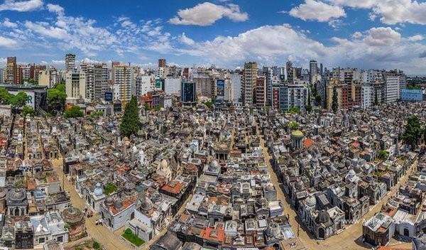【アルゼンチン】世界一美しい墓地!? ブエノスアイレスのレコレータ墓地とは?