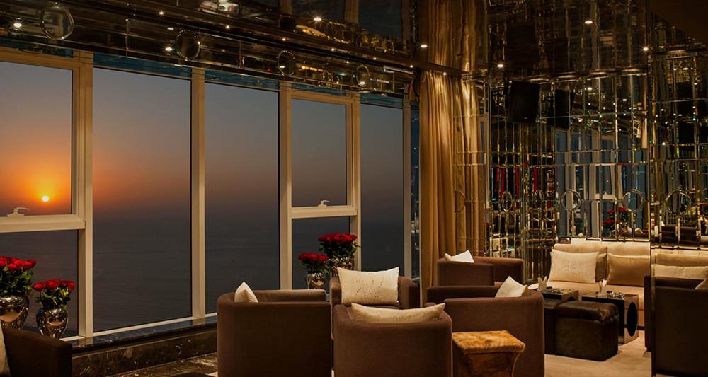 ドバイで極上夜景とともに過ごすおすすめバー4軒!世界一贅沢な街を独り占め