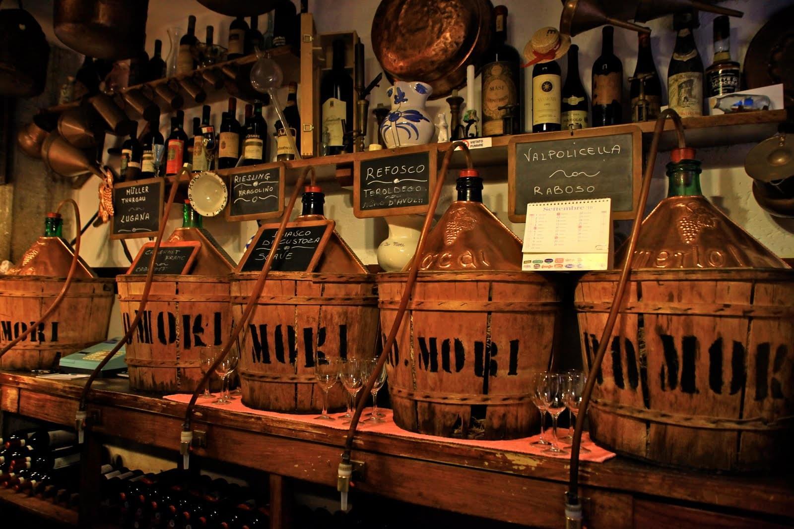 雰囲気満点のイタリア版居酒屋、ヴェネツィア名物バーカロって!?