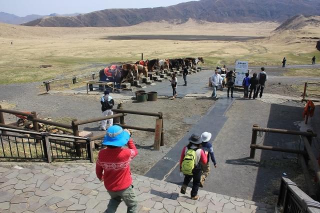 熊本・草千里ヶ浜が絶景すぎ!乗馬もできる日本版アルプスの大草原!?