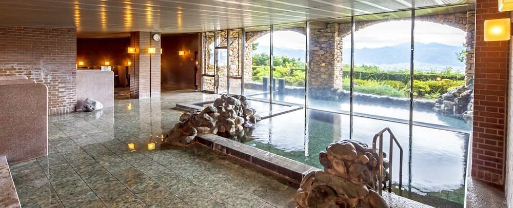 山梨・フルーツパーク富士屋ホテルは温泉も夜景も最高!笛吹川フルーツ公園でフルーツ狩りも!