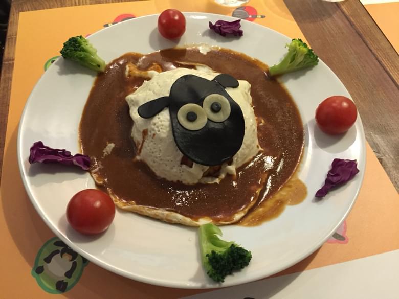 大阪・南船場ひつじのショーンカフェがカワイイ!昼はカフェ、夜はパクチー料理専門店に