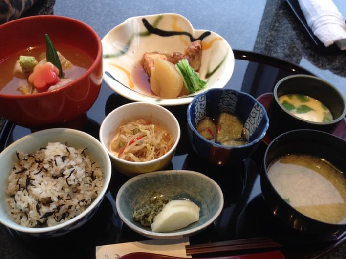 京都駅周辺の個室ランチでおすすめの人気店4選!すき焼きに割烹、ビュッフェも!