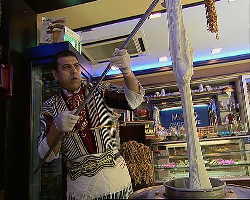 トルコで食べるべきスイーツ!伸びるアイス「ドンドゥルマ」の原料は?種類は?