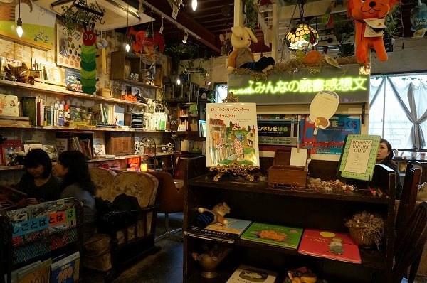 大阪・梅田にある絵本と珈琲「ペンネンネネム」に潜入☆絵本の世界へ飛び込もう!
