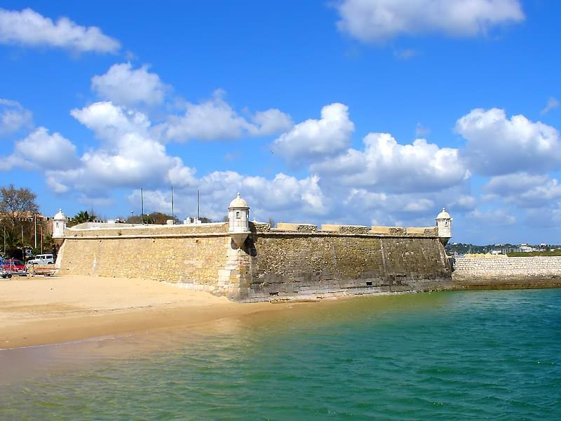 ポルトガル南部観光で人気の街おすすめ4選!美しい港町の見どころと歴史とは?