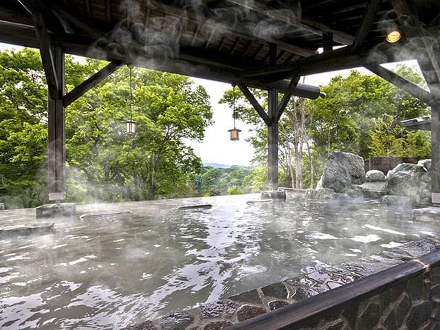 埼玉・宮沢湖温泉「喜楽里 別邸」岩盤浴&展望露天風呂が大人気!絶景テラス席での食事も!